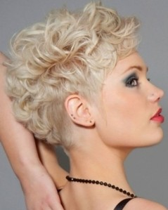 Short-Curly-Hairstyles-for-Women-Blonde-Hair